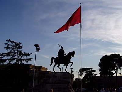 Tirana: Skanderbeg monument on the square with the same name