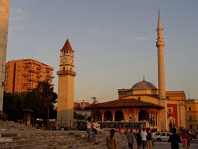 Tirana: Mosque in the centre of town