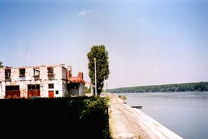 Vukovar at the Danube - and Serbia on the right