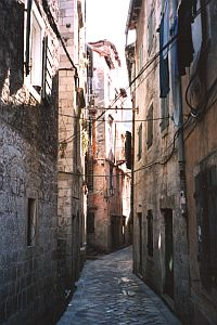 Kotor: Narrow lanes
